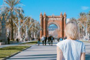 woman looking at the Arc de Triomf in Barcelona