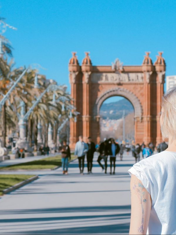 woman looking at the Arc de Triomf in Barcelona